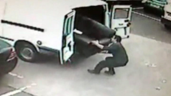Store owner Mark Kypta runs towards the van and grabs his sofa, hauling it free from the crooks' vehicle