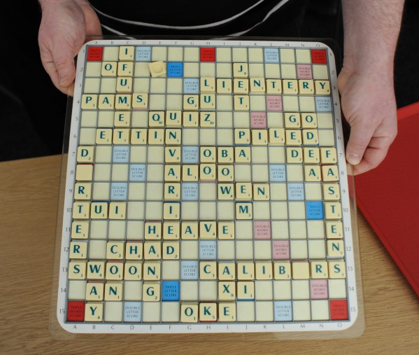 A 13-year-old schoolboy has beaten the scrabble world champion,who is an adult