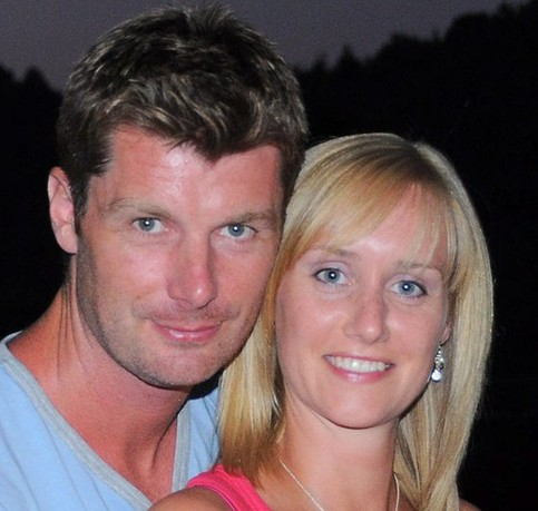Lindsay Clift, 29, and her husband Darren, 41, before she died five hours after giving birth