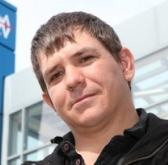 Arthur Adlam, 31, at Dunfermline bus station with his wallet which Stagecoach charged him £30 to have returned