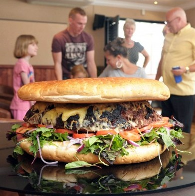 Britains biggest burger - a 25lbs monster containing 25,000 CALORIES