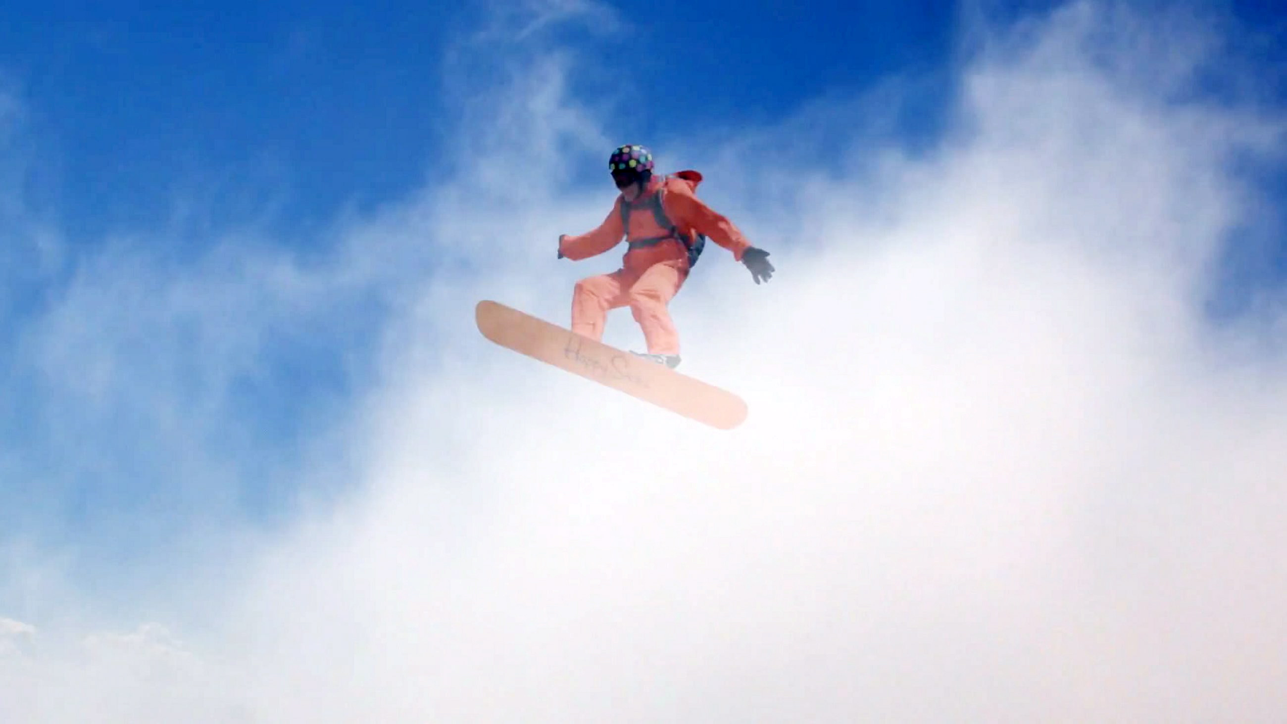 Daredevil Becomes World S First Cloud Surfer Dangling From