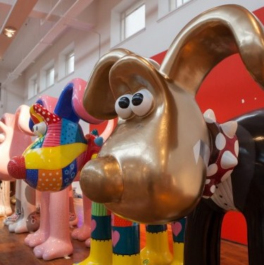 Rowena Bown cleans a painted gromit ahead of the opening of the Gromit Unleashed exhibition in Bristol