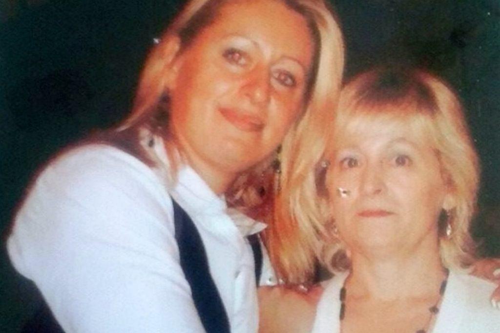 Melissa Mulazimovic (L), with her mum, before weightloss.