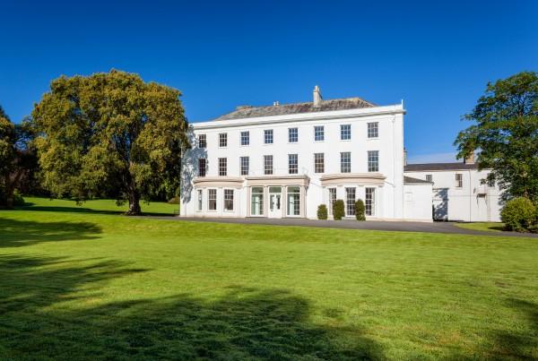 "Moreton House is a 28 bedroom ""gentleman's residence"" in North Devon on sale for just £500k"