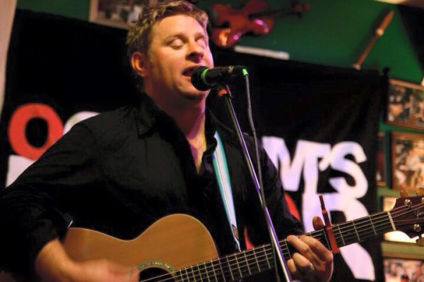 Scottish singer Colin Clyne