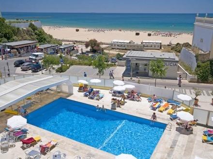 The luxurious Hotel Jupiter in the Algarve next to the Praia da Rocha beach
